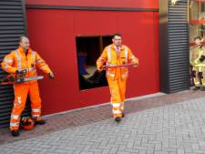 Burgemeester Bouke Arends blijkt volleerde brandweerman tijdens opening nieuwe brandweerkazerne