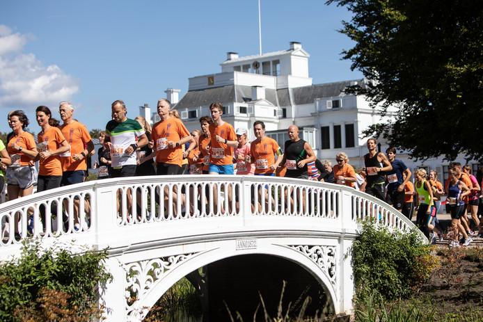 Tuin Paleis Soestdijk : 3000 hardlopers rennen door tuinen van paleis soestdijk amersfoort