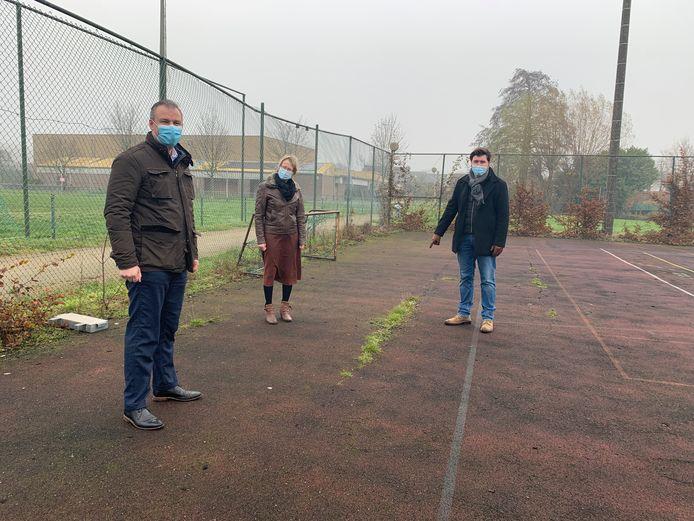 Op prospectie bij de Sportschuur in Wolvertem - Meise - vlnr: Roel Anciaux, Gerda Van den Brande en Jonathan De Valck