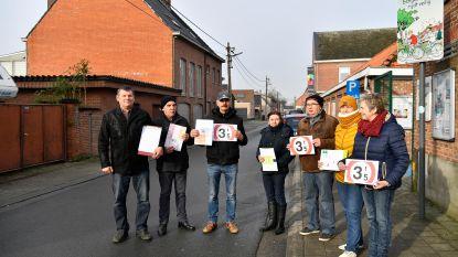 """Buurtbewoner start petitie voor veilige schoolomgeving in Durmenwijk: """"Ban vrachtverkeer uit Schoolstraat"""""""