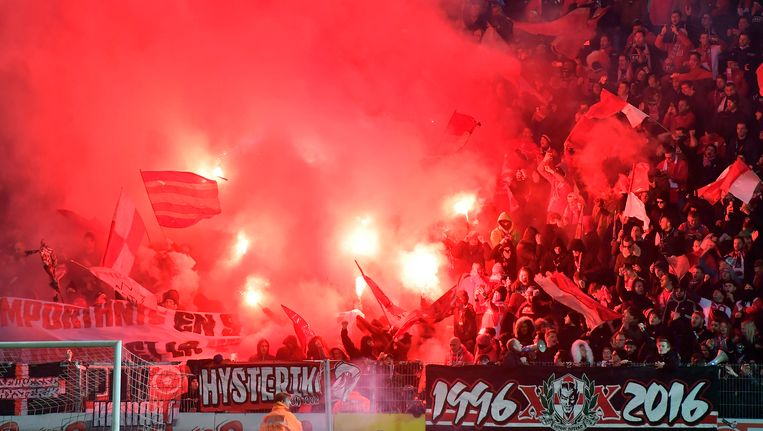 Een beeld uit de stilgelegde Charleroi - Standard van vorig seizoen.