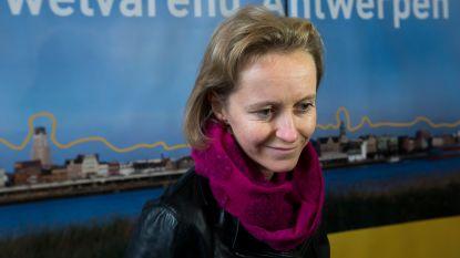 """Eerste vrouwelijke havenschepen Annick De Ridder (39) maakt kinderdroom waar: """"Vader was scheepsagent en ik mocht mee aan boord gaan"""""""