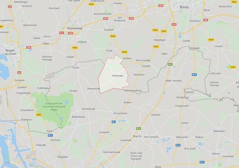Het plaatsje Achtmaal (gemeente Zundert) ligt net over de grens in de Nederlandse provincie Noord-Brabant.