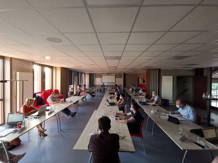 De gemeenteraad van Staden vond omwille van de social distancingregels net als vorige maand plaats in de bovenzaal van de brandweerkazerne