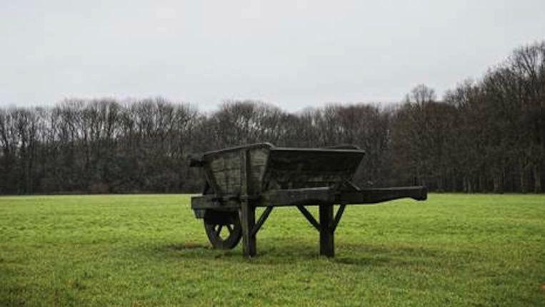 De Kruiwagen, monument voor de werklozen die in de jaren dertig het Amsterdamse Bos aanlegden. Juist hier liep een 21ste-eeuws werklozenproject uit de rails. Beeld Maarten Bezem