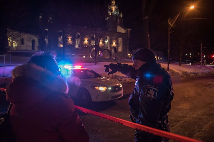 A Canadian police officer talks to a woman after a shooting in a mosque at the Québec City Islamic cultural center on Sainte-Foy Street in Quebec city on January 29, 2017.<br />Two arrests have been made after five people were reportedly shot dead in an attack on a mosque in Québec City, Canada.  / AFP PHOTO / Alice Chiche