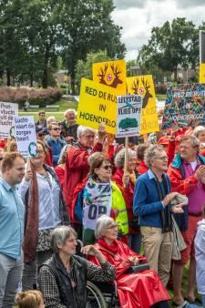 Duizenden mensen de straat op tegen groei luchtvaart in Nederland