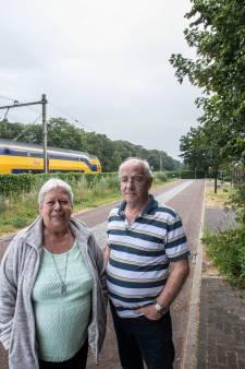 Wonen naast het spoor: Over vallende kopjes en een verdwenen sloot op Eeneind