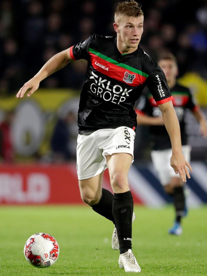 Zian Flemming aan de bal tegen NAC Breda.