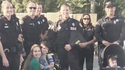 Agenten verrassen zoontje (5) van zwaargewonde collega op eerste schooldag