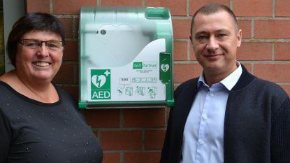 Nieuwe AED-toestellen voor gemeenteschool en buitenschoolse kinderopvang