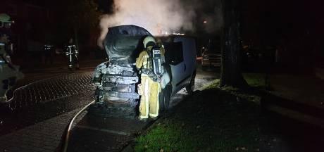 Autobrand door molotovcocktail in Hengelo