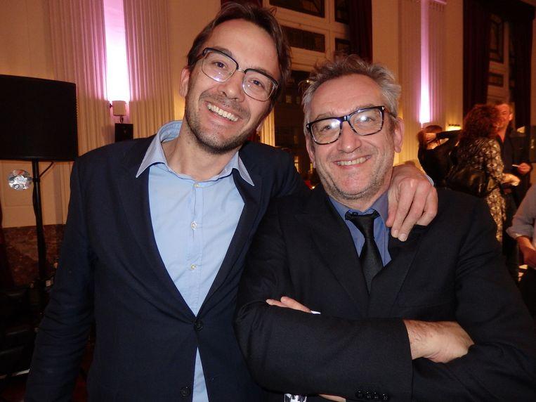 Volkskrant adjunct-hoofdredacteur Pieter Klok (l) en NRC-hoofdredacteur Peter Vandermeersch. 'Echte liefde!' Beeld -