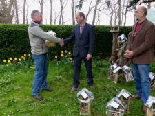 Gehandicapte Richard timmert tien bijenhotels