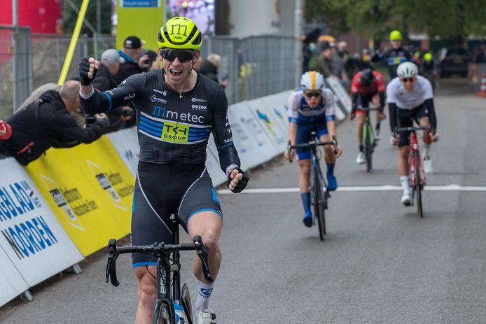 Jason van Dalen wint de laatste etappe van Olympia's Tour.