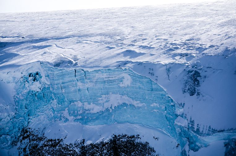 IJsklif in West-Groenland. Beeld Credit: Sarah Das / Woods Hole Oceanographic Institution