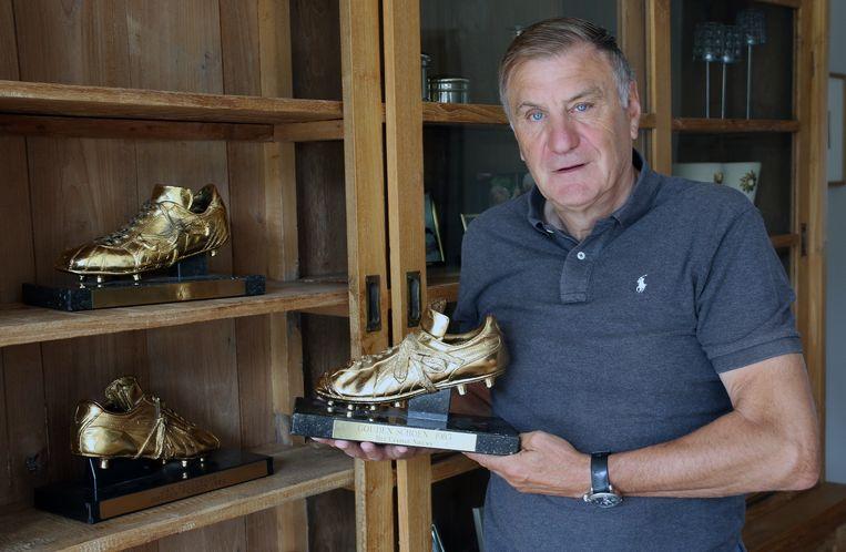 Ceulemans toont zijn drie Gouden Schoenen.