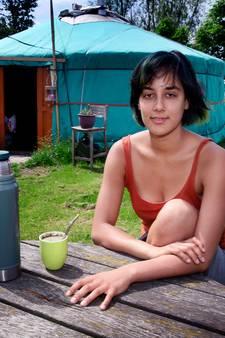 Op zoek naar onafhankelijkheid  in een yurt in een weiland