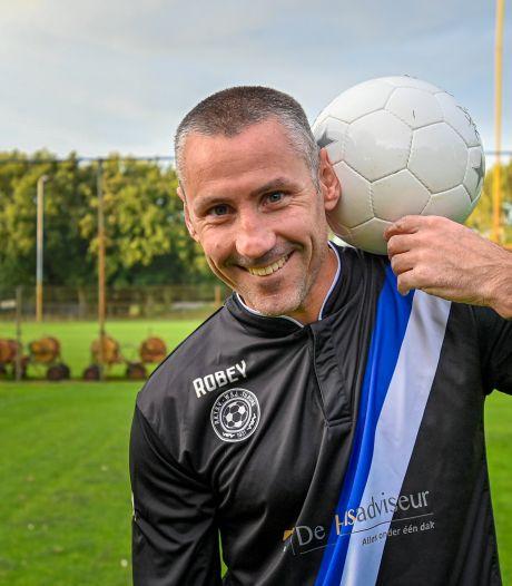 Na 1111 dagen is Van Zaanen weer voetballer, in het shirt van WSJ