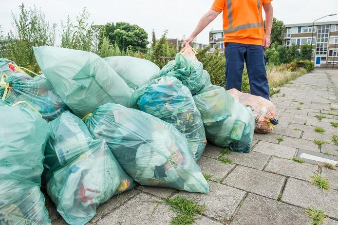 Afvalzakken in Oosterhout.