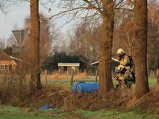 Vaten met chemicaliën gevonden in sloot Barneveld