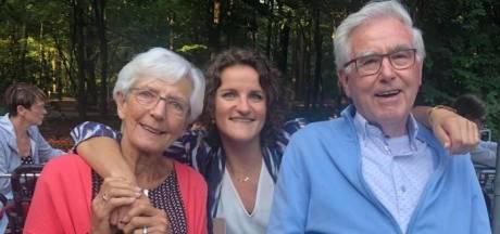 Jitske verliest op één dag haar beide grootouders aan corona: 'Eerst ging opa, en vijf uur later oma ook'