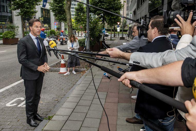 Premier Rutte stond vrijdagochtend bij aankomst in Brussel de pers te woord bij de Nederlandse permanente EU-vertegenwoordiging.  Beeld ANP