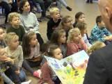 Burgemeester leest voor in Zoutelande: 'Supergaaf'