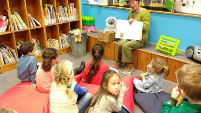 Kinderen zoeken mee naar vlinder Vera
