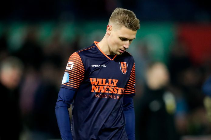 Ingo van Weert en acht van zijn ploeggenoten gaan een onzekere periode tegemoet. Spelers die juist in deze periode een aflopend contract hebben zijn niet te benijden.