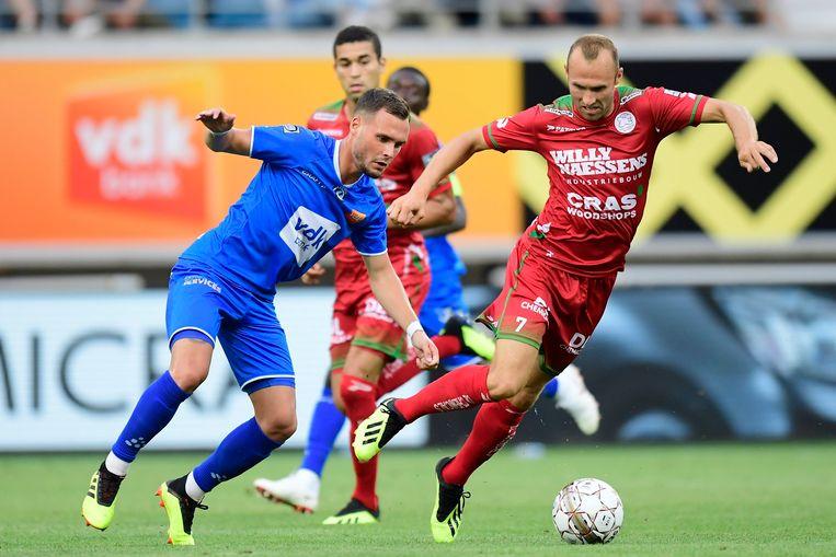 Birger Verstraete en Thomas Buffel, volgens Johan Verbist het enige duel waar de videoref op de tweede speeldag van de Jupiler Pro League een fout maakte.
