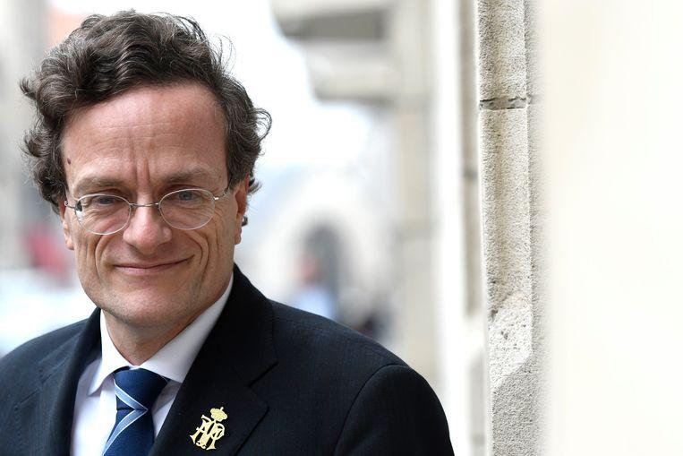 """Vincent Houssiau (56) is een bijzonder bescheiden man, maar """"géén zachtgekookt eitje"""", klinkt het in politieke middens."""