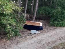 Doodskist jaagt wandelaars in Middelbeerse bossen stuipen op het lijf