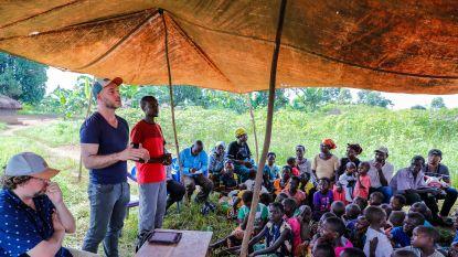 """Twee Vlamingen delen geld uit in Oeganda: """"Wat ze ermee doen, is hun zaak"""""""
