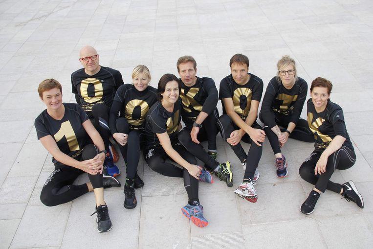 Deze acht lopers van de Pelikaanrunners nemen aan de 100 kilometer-run deel.