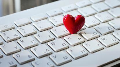 Romantiek op de werkvloer: mag dat wel?