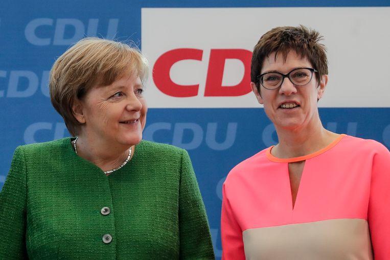 Duits kanselier Angela Merkel en Annegret Kramp-Karrenbauer, premier van Saarland, de deelstaat die grenst aan Frankrijk en het Groothertegdom Luxemburg .