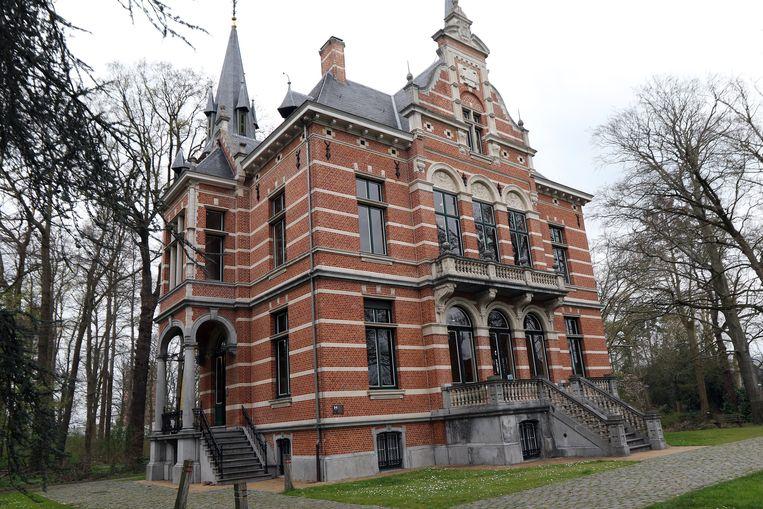 Op de bovenste verdieping van Kasteel Le Paige in Herentals werkt Kempens Karakter aan de uitbreiding van hun fotoarchief