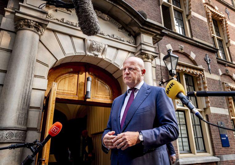Ferdinand Grapperhaus, minister van Justitie en Veiligheid, komt aan op het Binnenhof voor de wekelijkse ministerraad.  Beeld ANP