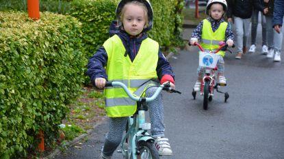 Leerlingen te voet of met de fiets naar VBS Grotenberge