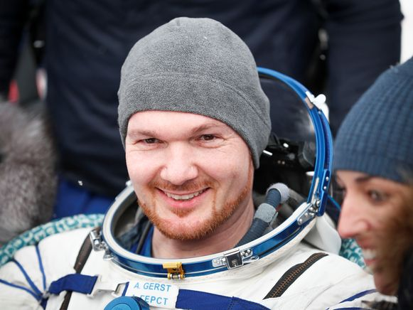 De Duitse ISS-astronaut Alexander Gerst vanmorgen na de landing.