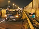 Vier auto's op elkaar geknald op A13 bij Delft