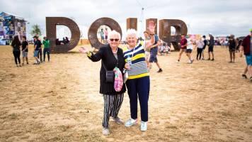 Zomerpret met Adi en Mariette: twee 80-jarigen op Dour