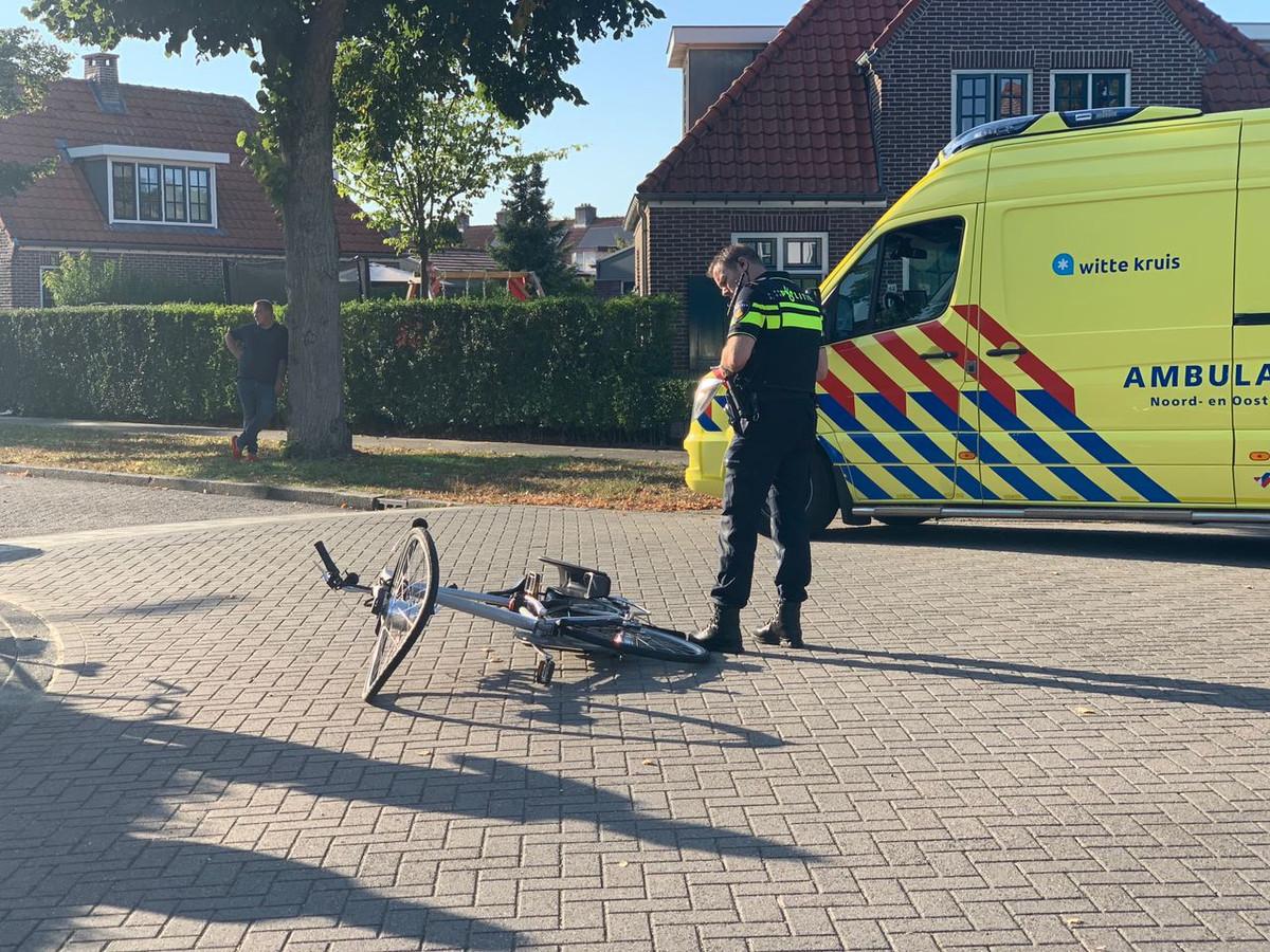 Een fietser raakte gewond bij een aanrijding op de IJzerweg in Apeldoorn.