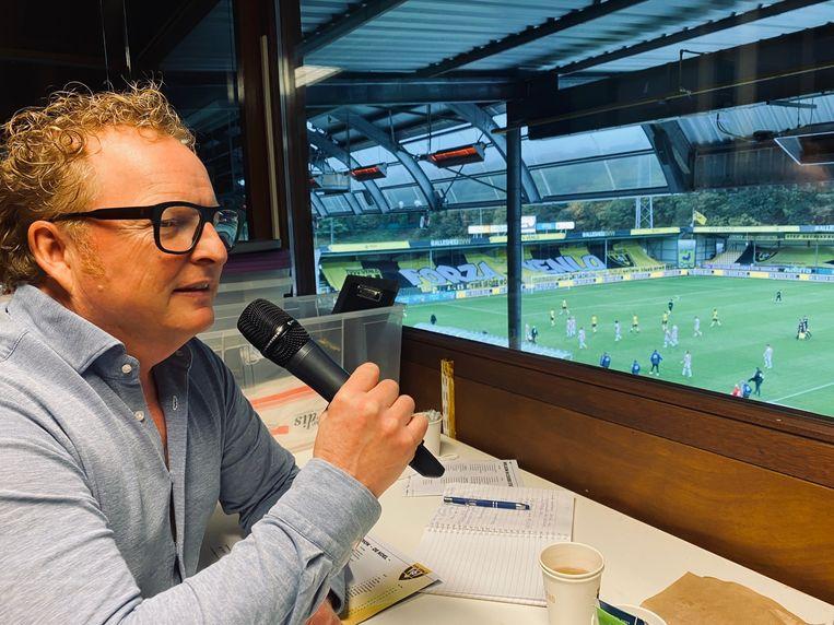 Bart Houtermans is al tien jaar stadionspeaker van VVV, maar hoefde tot afgelopen zaterdag nog nooit dertien doelpunten voor de tegenstander om te roepen. Beeld Guus Peters
