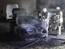Auto brandt uit in Vroomshoop, brandstichting niet uitgesloten