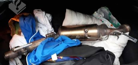 Dieven stelen voor ruim 30.000 euro aan katalysatoren onder bedrijfswagens vandaan in Helmond