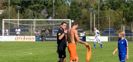 Tweemaal rood voor geplaagd Oranje Zwart maar dat wint wel: 2-5