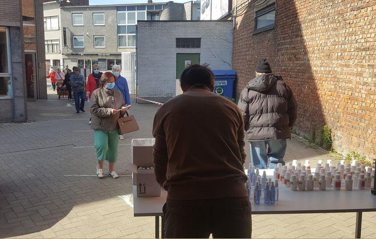 Volkshuisvesting Willebroek deelde gratis handgel uit aan alle sociale huurders