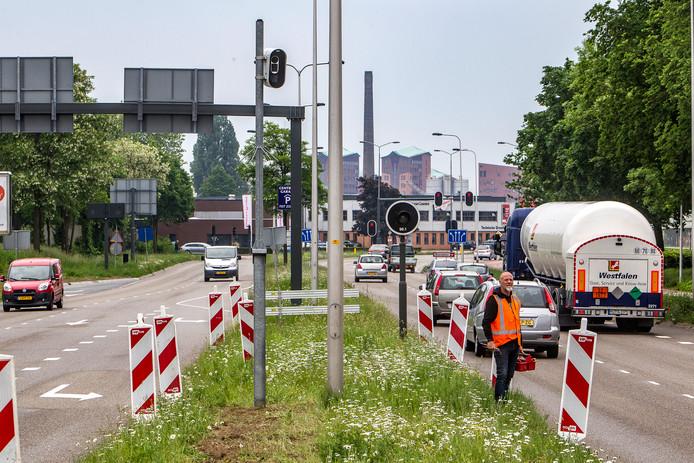 Half mei werden flitspalen geplaatst op de kruising van de Hanzeweg-Amstellaan en Snipperlingsdijk. Die zijn getest en gaan volgende week aan.